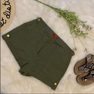 Guess fatigue green cotton chino style shorts  30